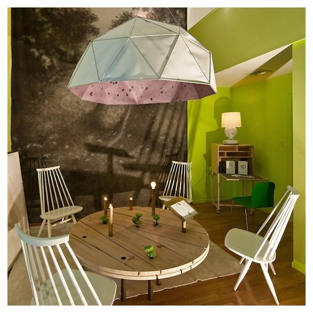 Habitación con Lounge chair Mademoiselle lacado blanco de Artek