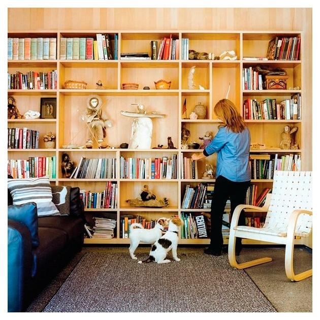 Biblioteca con Sillón 406 de Artek cinchas color natural/blanco