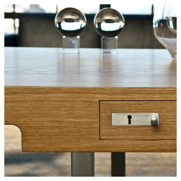 Detalle mesa de oficina CH110 roble de Carl Hansen. Disponible en Moisés showroom