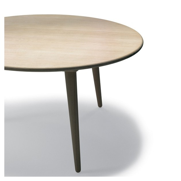 Comprar mesa CH008  diámetro 88 cm de roble de Carl Hansen. Disponible en Moisés showroom
