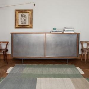 salón con Alfombra Tres color Salvia Nanimarquina