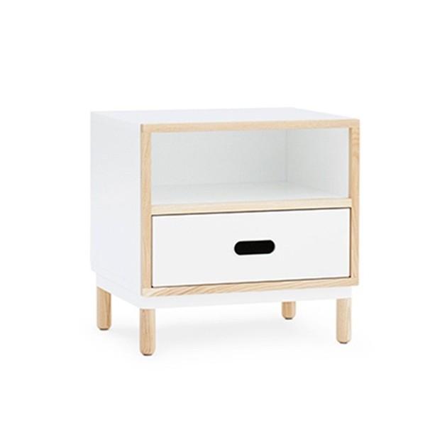 Mesilla Kabino roble color blanco de Normann copenhagen. Disponible en Moisés showroom