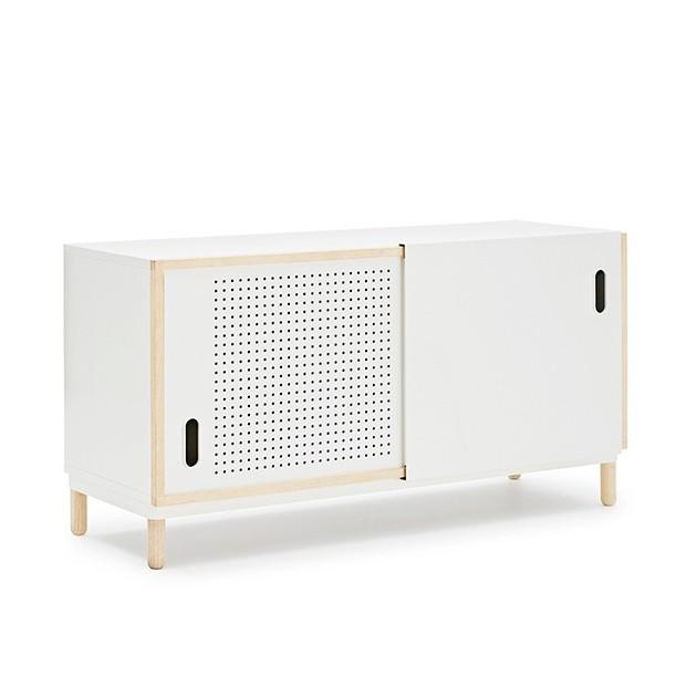 Aparador Kabino Sideboard color blanco de Normann Copenhagen.