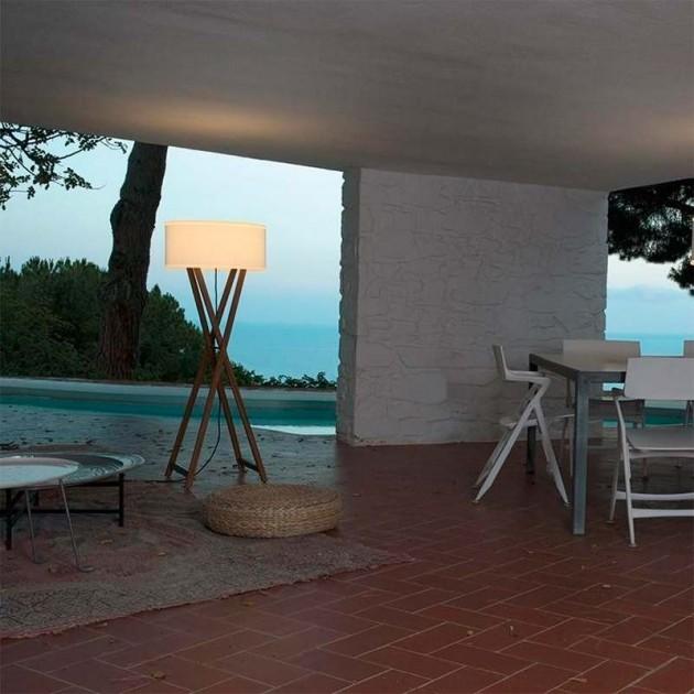 terraza con Lámpara de pie Cala 140 outdoor Marset