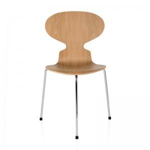 Silla Ant 3 patas con carcasa de madera diseñada por jacobsen en Moises Showroom
