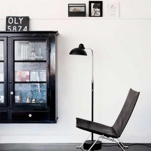 Ambiente con Lámpara de Pie Kaiser Luxus color negro mate de Fritz Hansen