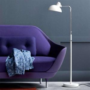 Interior en detalle con Lámpara de Pie Kaiser Luxus color blanco de Fritz Hansen
