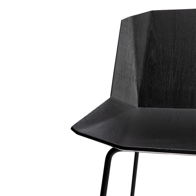 Taburete Facette en roble negro de Ethnicraft en Moises Showroom
