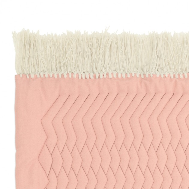 detalle flecos Alfombra Trace color rosa y arena de Normann Copenhagen en Moises Showroom