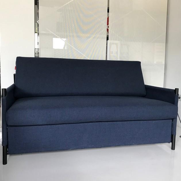 Sofá cama Neat de Innovation color azul en Moises Showroom