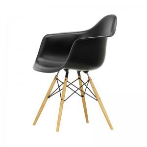 Silla DAW original diseñada por Charles&Ray Eames para Vitra en Moises Showroom