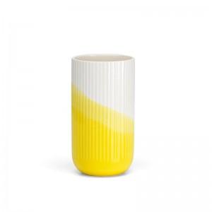 Jarrón estriado Herringbone Vase de Vitra en Moises Showroom