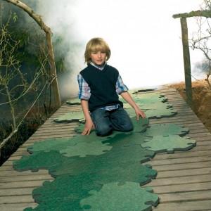 niño con alfombras Puzzle Carpet Magis Me Too
