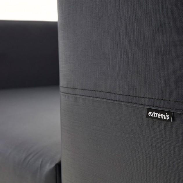 Detalle tejido Sofá Walrus color gris oscuro de extremis disponible en Moisés Showroom