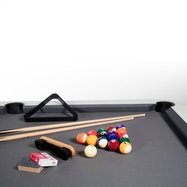 Detalle tapiz negro Billar diagonal color blanco de RS Barcelona. Disponible Moisés Showroom