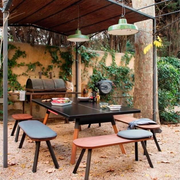 Ambiente exterior con Mesa de Ping pong color negro You and me de RS Barcelona. Disponible en Moisés Showroom