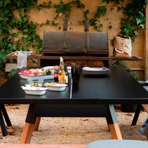 Mesa de Ping pong para jugar al exterior en color negro. Disponible en Moisés Showroom