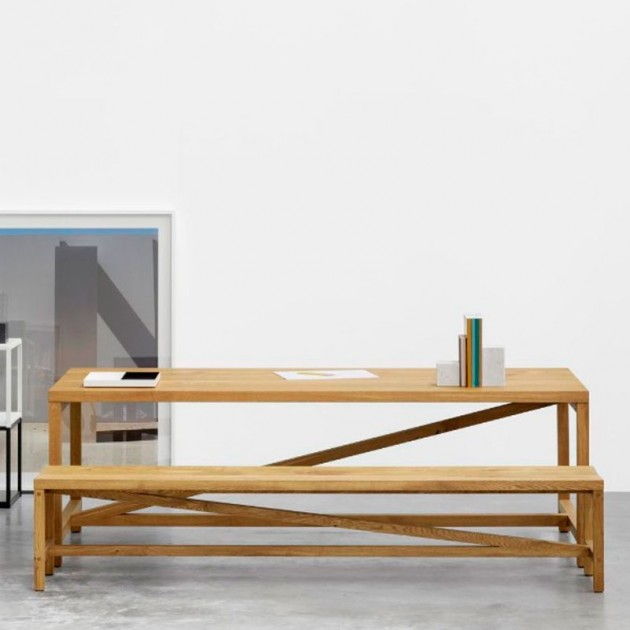 Sala reunión con Banco Sitz en madera de roble aceitado de e15. Disponible en Moisés showroom