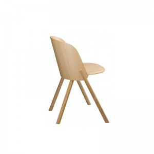 respaldo Silla This en roble color natural de E15. Disponible en Moisés showroom