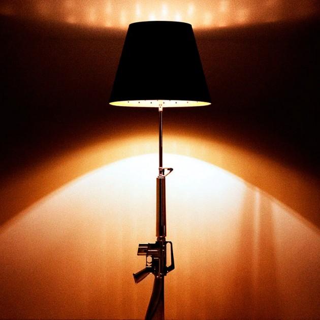Lámpara de pie Lounge Gun oro de Flos. Disponible en Moisés showroom