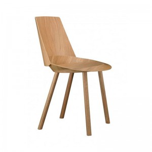 Silla Houdini chapa de roble natural de E15. Disponible en Moisés Showroom