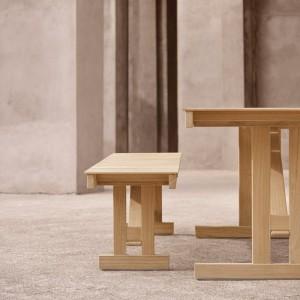 Ambiente perfil con Banco BM1871 madera de teca Carl Hansen. Disponible en Moisés showroom