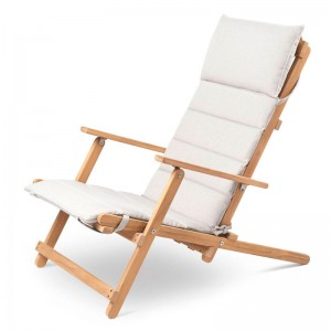 Comprar Deck chair BM5568 teca con cojín para exterior de Carl Hansen. Disponible en Moisés showroom