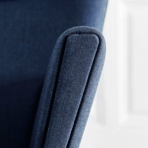 detalle sillón wing chair carl Hansen. Disponible en Moisés showroom