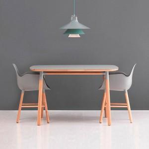 ambiente interior Mesa cuadrada Form de roble tablero gris de Normann Copenhagen