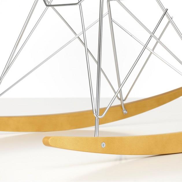 Detalle base cromada mecedora RAR de Vitra en Moises Showroom