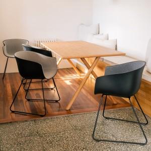 Mesa de comedor BAI madera de Ondarreta en Moises Showroom