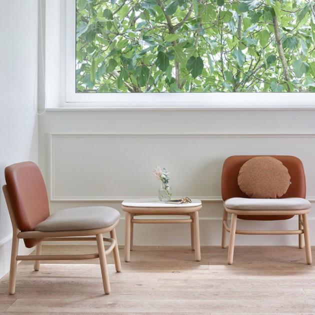 zona de espera sillon respaldo bajo Lana madera de Ondarreta en Moises Showroom