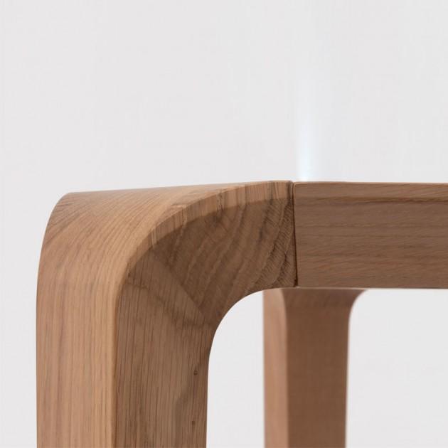 Detalle mesa de madera de roble Silu de Ondarreta en Moises Showroom
