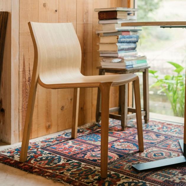 Ambiente 1 silla Silu de Ondarreta en Moises Shworoom