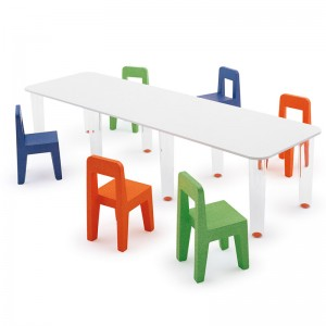 ambiente Silla seggiolina Pop y mesa Linus de Magis me too