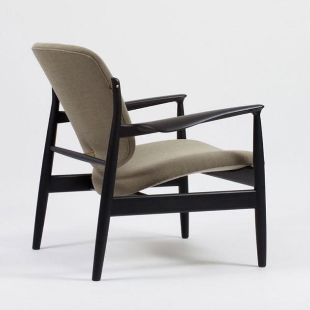 Butaca tapizada France Chair roble negro de Finn Juhl en Moises Showroom