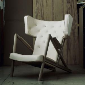 Ambiente sillón Grasshopper roble de Finn Juhl en Moises Showroom