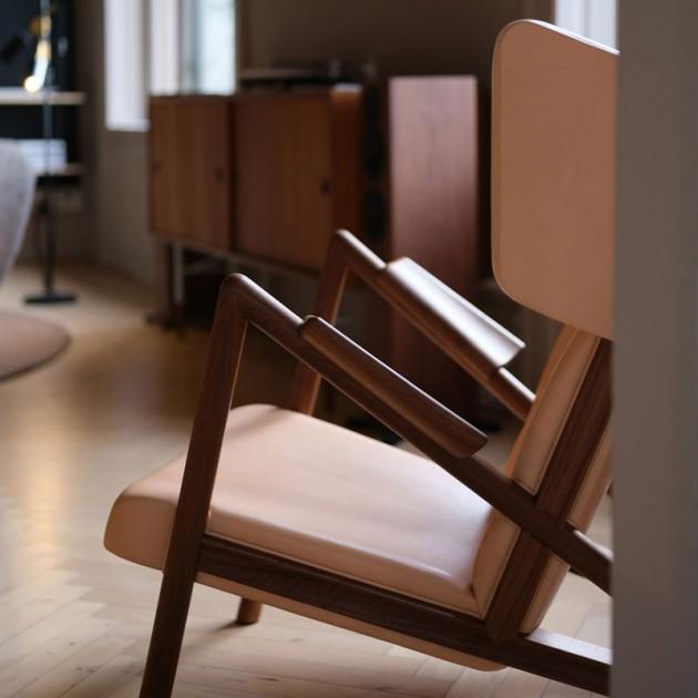 Detalle sillón Grasshopper nogal de Finn Juhl en Moises Showroom