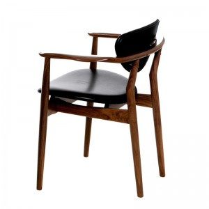 109 leather Chair de Finn Juhl en Moises Showroom