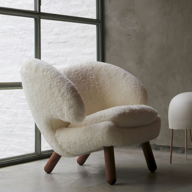 Pelican chair de Finn Juhl en piel Sheepskin off white en Moises Showroom
