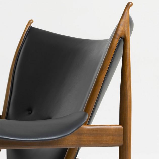 Chieftain chair de Finn Juhl tapizado piel madera nogal en Moises Showroom