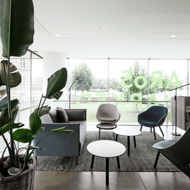 Butaca About a Lounge 82 de HAY en Moises Showroom