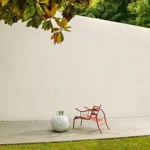 patio exterior con Silla Thinking man Capellini