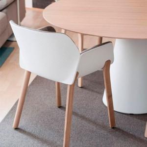 comedor con Sillón Nuez 2770 polímero blanco asiento tapizado Andreu World