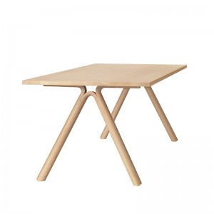 Mesa de comedor Split de Muuto en madera de roble