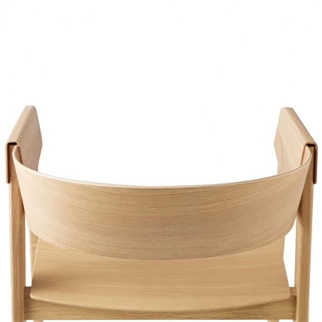 Detalle trasera silla Cover Armchair de Muuto acabado Roble