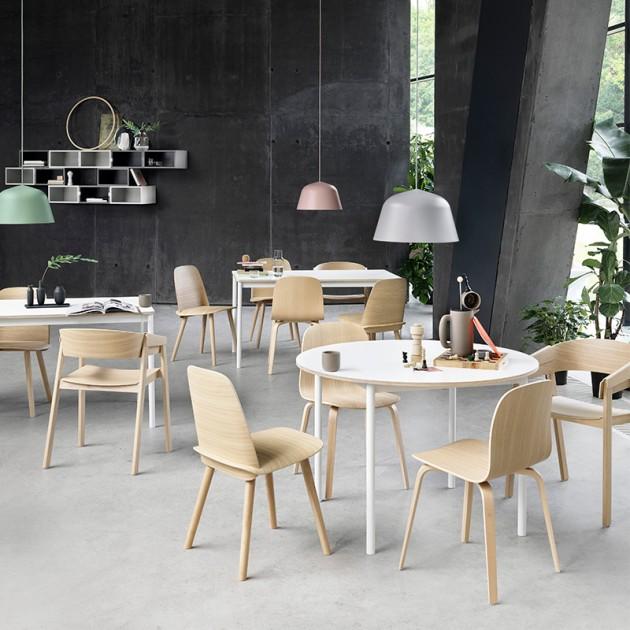 Ambiente silla Cover Armchair de Muuto acabado Roble