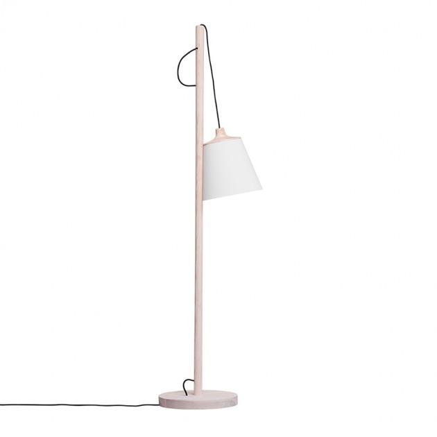 Lámpara de pie Pull Floor de Muuto color roble en Moises Showroom