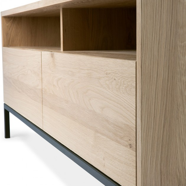 detalle roble y metal mueble de TV Ligna Ethnicraft