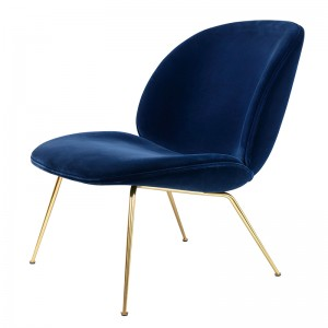Beetle Lounge Chair velvet de Gubi acabado terciopelo en Moises Showroom